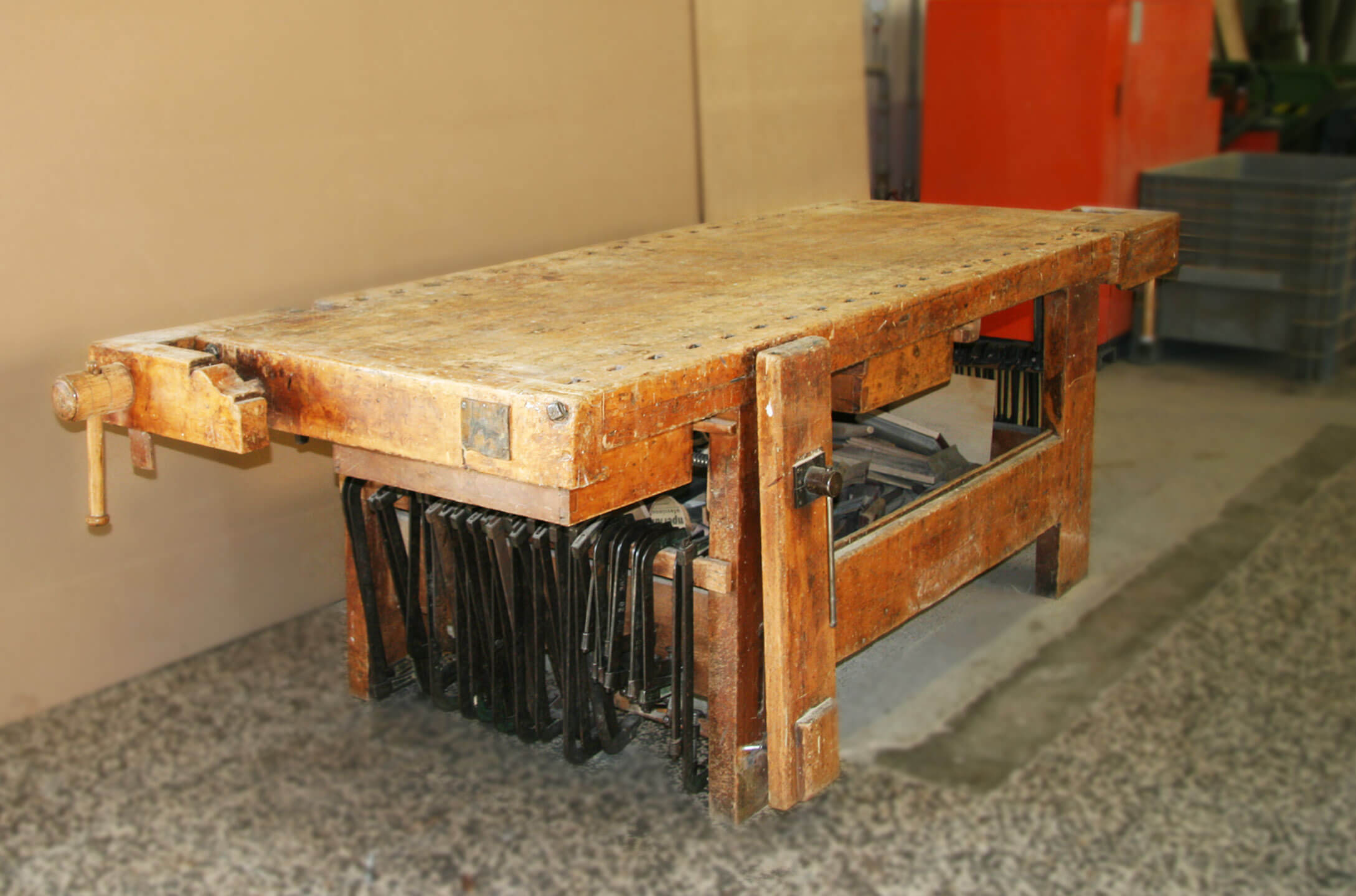 tavolo da lavoro per mobili su misura